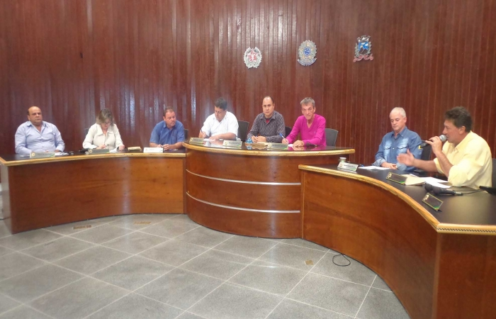 Vereadores de Monte Belo cobram providências sobre obras paradas