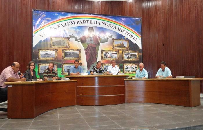 Vereadores encontram 36 veículos parados nos pátios da prefeitura de Monte Belo